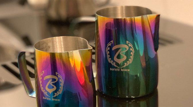 BaristaSpace – Milchkännchen in Regenbogenfarben
