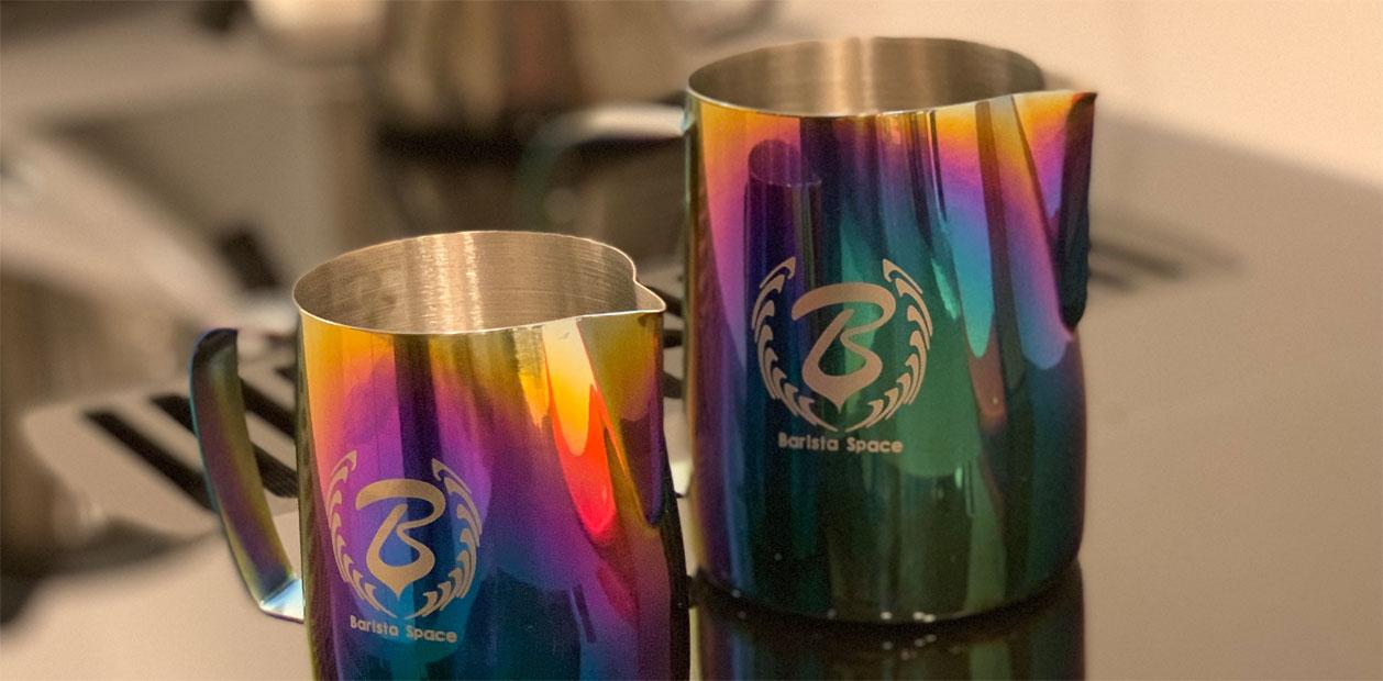 BaristaSpace - Milchkännchen in Regenbogenfarben